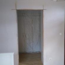 ajtóvágás lakásban